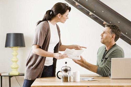 """Phụ nữ thông minh sẽ không tim cách """"quản chồng"""" mà sẽ quan tâm chồng """"vừa đủ"""""""