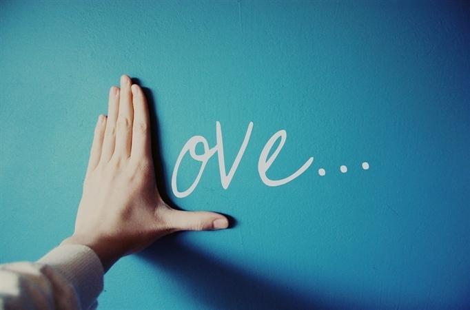 Stt tình yêu Liệu có ai đó vì yêu bạn mà dừng lại ở đó. Chờ em. Đợi em.