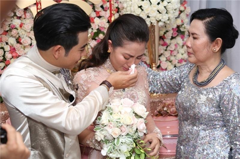 Status lấy chồng xa Mẹ bảo mẹ thương con lấy chồng xa