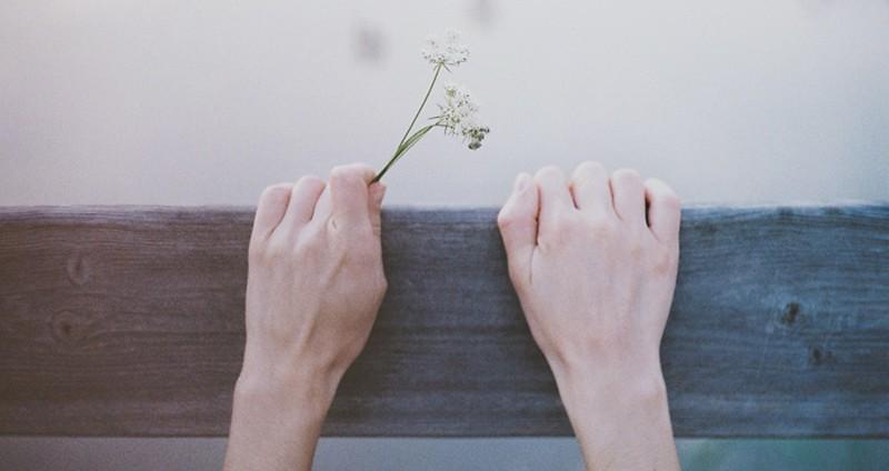 Những status xúc cảm - Chẳng có ai sợ yêu, chỉ có người sợ tan vỡ...
