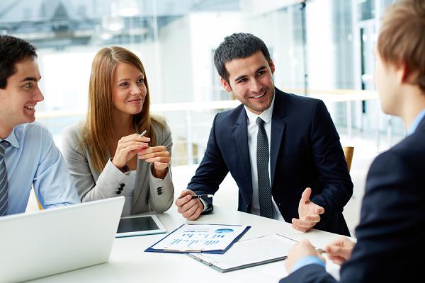 6 điều đàn ông nên tránh khi nói chuyện để thể hiện mình là người có trình độ