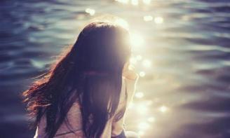 STT Tháng Tư tiếng ai đó cười tươi dưới màu nắng dịu dàng tràn qua kẽ lá