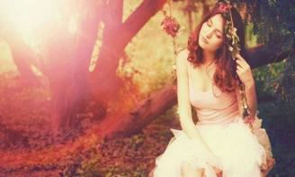 Status cô đơn Tuổi trẻ của những cô gái có những lúc chợt buôn vì những điều vu vơ