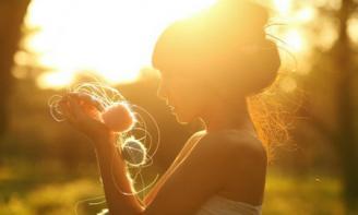Những status chân thành viết cho những cô gái đang loay hoay trong tình yêu của mình
