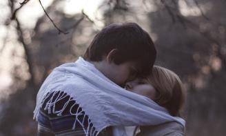 Status tâm sự Càng trưởng thành, người ta càng sợ yêu
