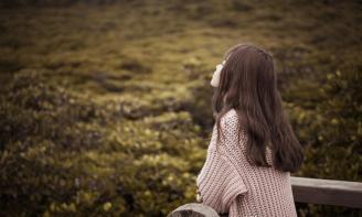 Cảm nhận những stt hy vọng về tình yêu buồn: Em sẽ chờ anh quay lại bên em