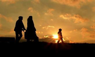 Stt cảm động và ý nghĩa Có một nơi để về gọi là nhà. Nơi đó có cha và mẹ.