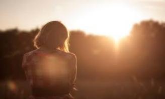 Status lý trí Sau chia tay con gái chúng ta phải biết đứng dậy sau những vấp ngã