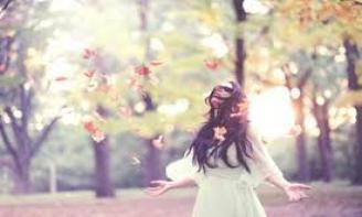 Stt tháng 4 Tháng tư về rồi em ạ, bước qua tổn thương rồi thì hãy cảm nhận hạnh phúc đi em