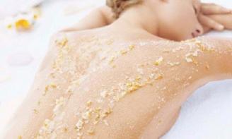 Phương pháp hiệu quả giúp xóa sạch mụn lưng để chị em tự tin diện đồ