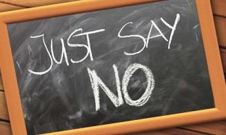 Cách từ chối khéo cuộc nói chuyện với người mình không ưa