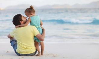 Status tình yêu gia đình Chỉ có bố và con gái mới là mối tình kiên cố nhất trên đời này