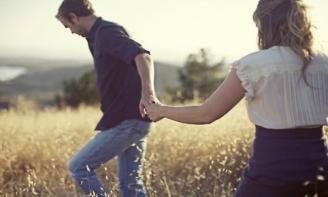 Stt thất tình buồn nhất khi hết yêu thì đừng níu kéo để người ta thương hại