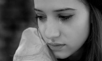 8 dấu hiệu chứng tỏ bạn là một cô gái thiếu thốn tình cảm trầm trọng