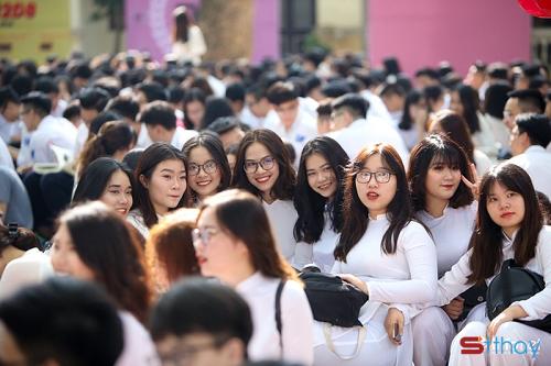STT chia tay lễ bế giảng cuối năm học đầy cảm xúc nghẹn ngào